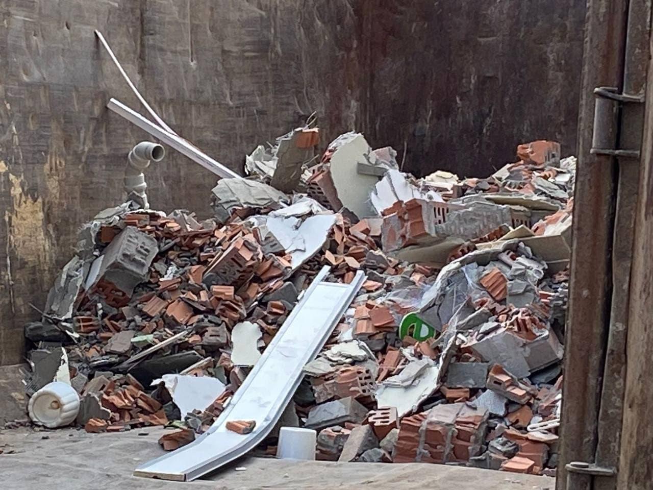 строительный мусор из помещения бывшего садика