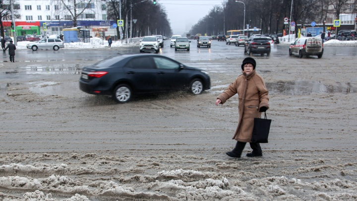 «Аквадискотека какая-то»: сегодня Уфа утонула в грязном снегу