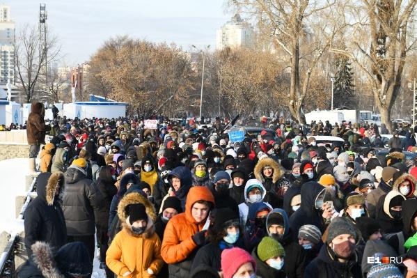 На акции протеста по всей стране пришло очень много подростков