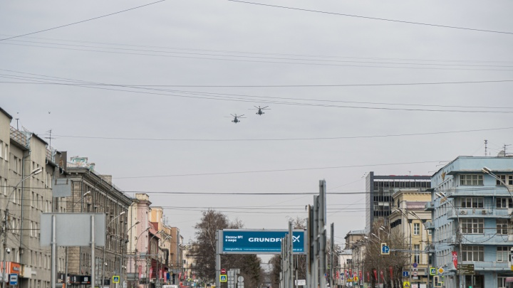 Над Новосибирском прошла репетиция авиапарада ко Дню Победы — фото из центра города