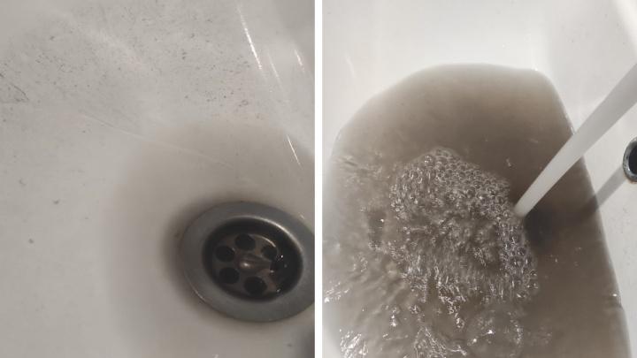 «Нет желания мыться»: из кранов в Ярославле потекла черная вонючая вода. В чём причина