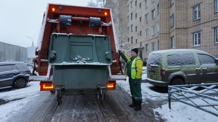 Из-за морозов в Архангельске вышли из строя мусоровозы, а часть автобусов не вышла на маршрут