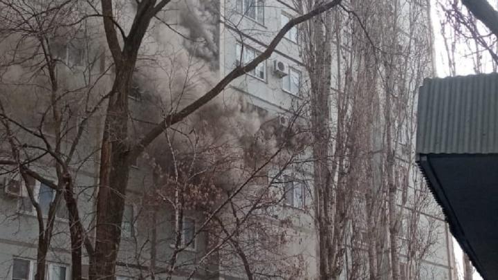 «Страшный дым был повсюду»: в Дзержинском районе Волгограда из-за пожара эвакуировали жильцов многоэтажки