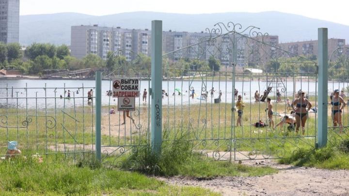 В разгар жары Красноярск остался без пляжей: как и когда решат проблему