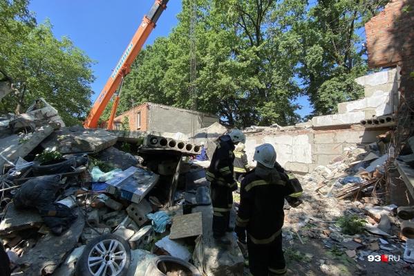 Взрыв уничтожил три гаража