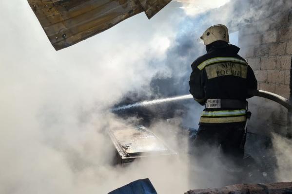 Причиной пожара стал разряд статического электричества, скопившегося на одежде