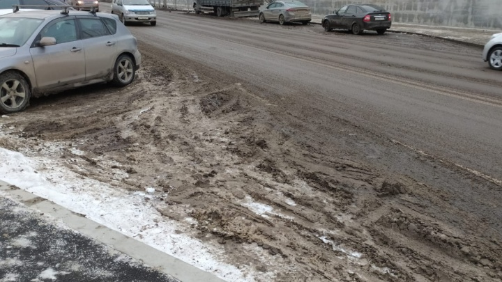 «Закономерный результат»: мэр объяснил отказом от химреагентов грязь на улицах Красноярска