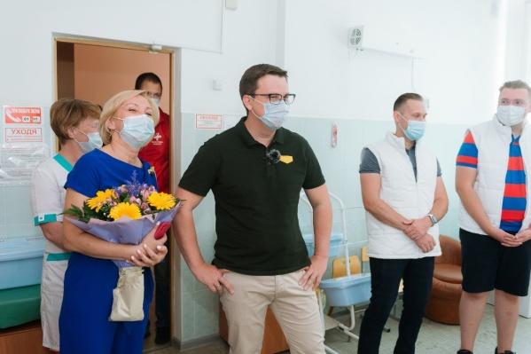 Антон Немкин (в центре): «Количество людей, переболевших коронавирусом и нуждающихся в реабилитации, очень велико»