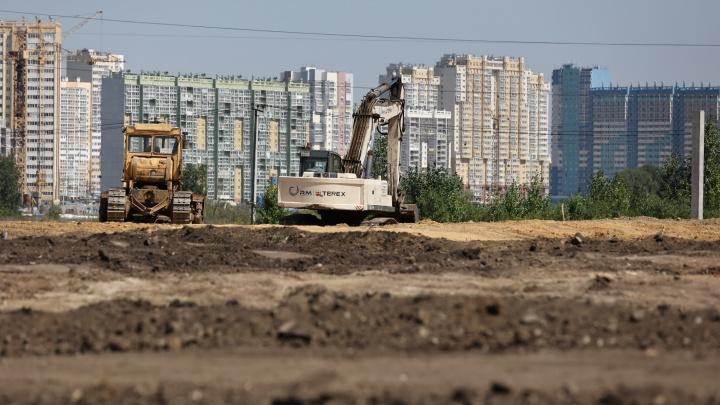 На площадку «РМК-Арены» в Челябинске завели первую строительную технику