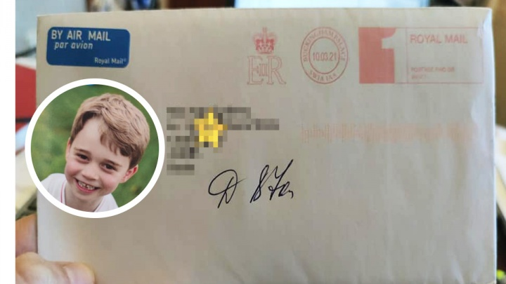 «Когда отправляли, сбежалась вся почта»: принц и правнук английской королевы ответил на письмо девочки из Челябинска