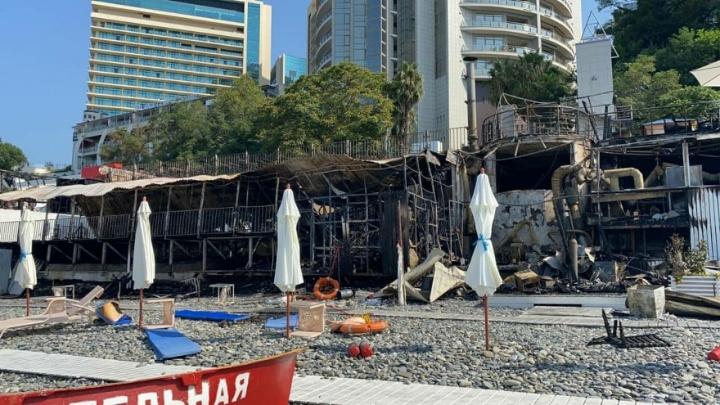 Власти Сочи рассказали о причинах крупного пожара в кафе на набережной