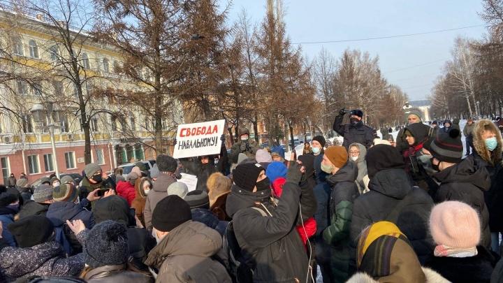В Кемерово задержали двух участников шествия в поддержку Навального