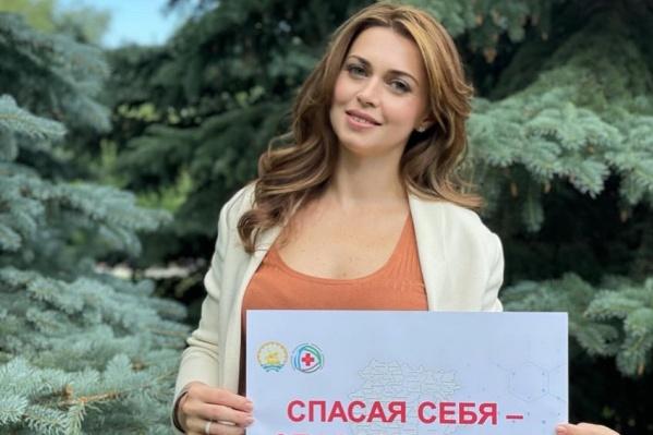 По словам супруги Радия Хабирова, ее семья привита от коронавируса