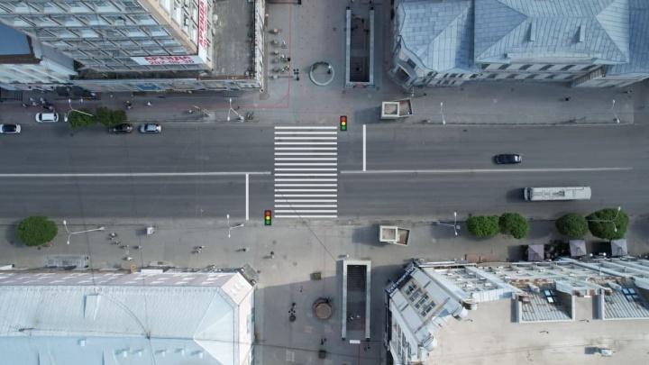 «Пробки гарантированы». Читатели E1.RU — о светофоре и наземном переходе на улице Вайнера
