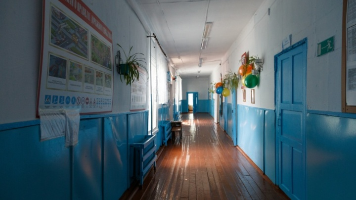 Под Красноярском 27-летняя учительница английского призналась в сексуальной связи с учеником