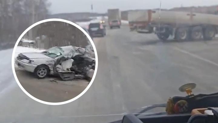 «Ударило так, что машину размазало»: водитель чудом выжил в страшном ДТП на новосибирской трассе
