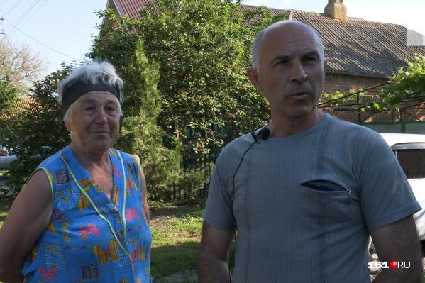 Свекровь Ирины Горбань — одна из многих жительниц поселка, кто носит черные траурные повязки