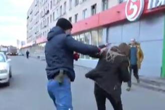 В Петербурге автомобилистка ударила активиста «СтопХама». Он ответил тем же