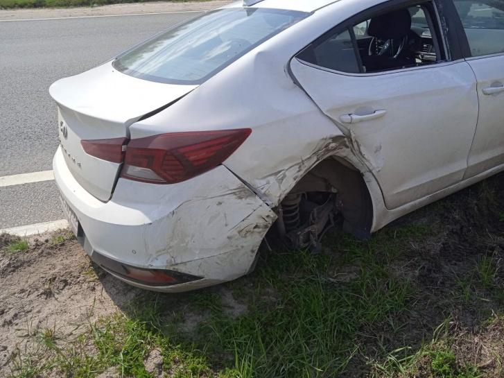 У одного из автомобилей вырвало колеса