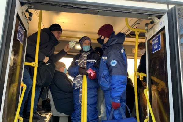 Во время пандемии волонтеры могли передвигаться на автобусах бесплатно