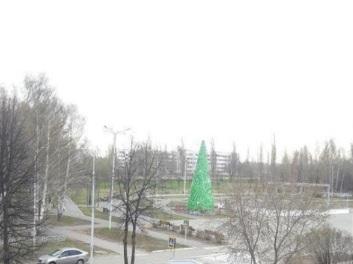 Майские-новогодние праздники: в одном из городов Башкирии до сих пор не убрали пиксельную елку