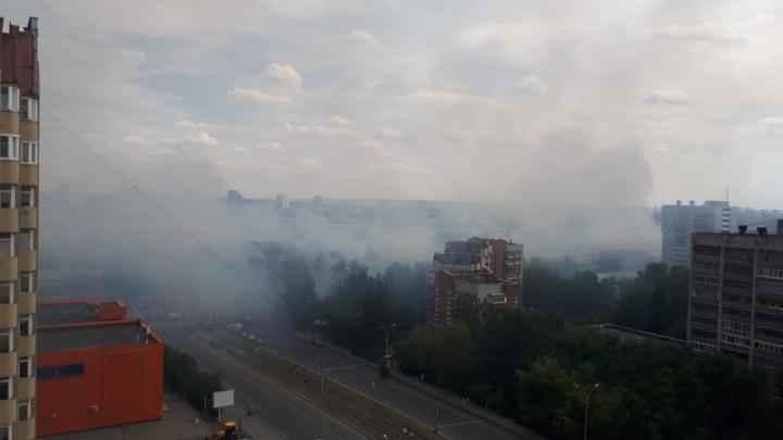 По всему городу десятки возгораний: онлайн о пожарах в Екатеринбурге