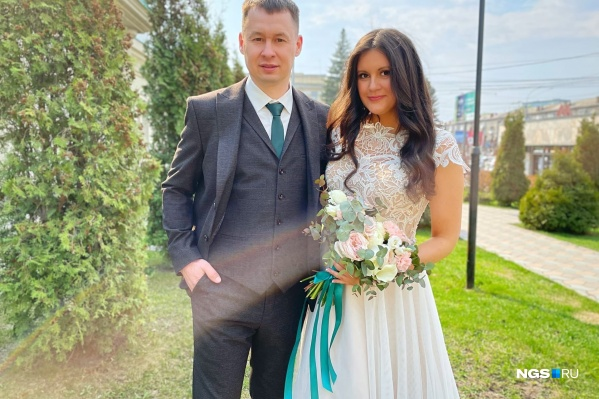 """На фото — Евгения и Максим, они поженились вчера, <nobr class=""""_"""">13 мая</nobr>"""