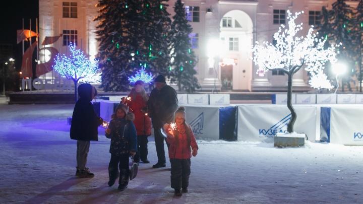 Здравствуй, Новый год! 10 фото о том, как в Кемерово встретили 2021-й
