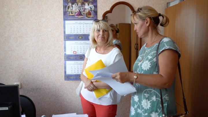«Покупать сертификаты принципиально не будем»: в Волгограде двух учителей лишили работы за отказ от вакцинации