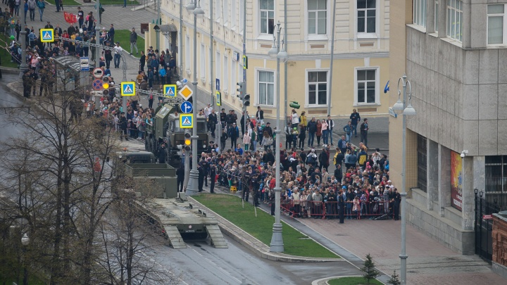 Где екатеринбуржцы смогут посмотреть парад в День Победы? Отвечает мэрия