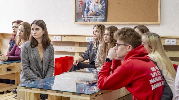 Студенты ЯГТУ смогут заряжать гаджеты, меняться книгами и смотреть онлайн-лекции в экологичных смарт-зонах