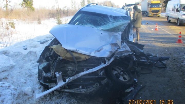 В больницу попала 5-летняя девочка: в Ярославской области произошло тройное ДТП с грузовиком