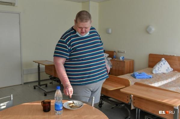 """В 24 года вес Александра Горденко достиг <nobr class=""""_"""">200 килограммов</nobr>, и он понял, что самостоятельно ему не справиться"""