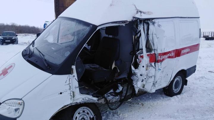 В Челябинской области оторвавшийся отвнедорожника прицеп разбил машину скорой, погибла пациентка