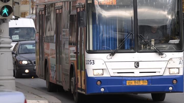 «Ждать транспорт приходится более 40 минут»: в мэрии нашли нарушения в работе автобусного маршрута № 61