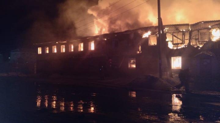 В Сургуте горело здание, приспособленное под общежитие. Семь человек пострадали