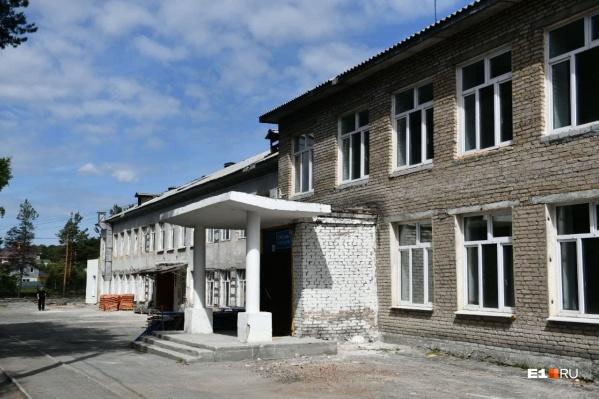 """Школа <nobr class=""""_"""">№ 17</nobr>9 единственная в Северке. Ее не ремонтировали 60 лет"""