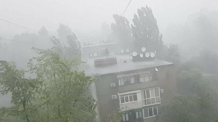 На Красноярск надвигается град и штормовой ветер