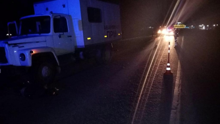 На трассе в Тюменской области грузовик насмерть сбил пешехода