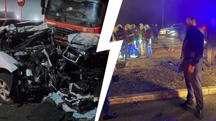 Honda — в клочья: трое погибли при столкновении иномарки и грузовика под Самарой