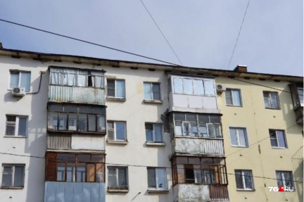 В Ярославле управдом потребовал от жильцов расстеклить балконы