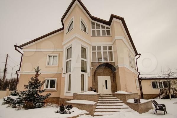 Интерьер дома подстроен под классический стиль