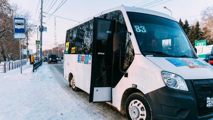 Из центра Омска снова решили убрать маршрутки