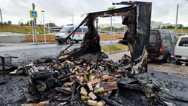 «Бизнес по-тюменски»: на набережной подожгли кофейный вагончик