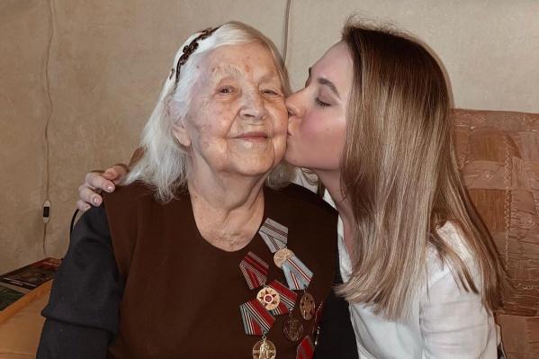 """Антонина Яковлевна ушла на фронт в <nobr class=""""_"""">1944 году</nobr>. Ей было <nobr class=""""_"""">17 лет</nobr>"""