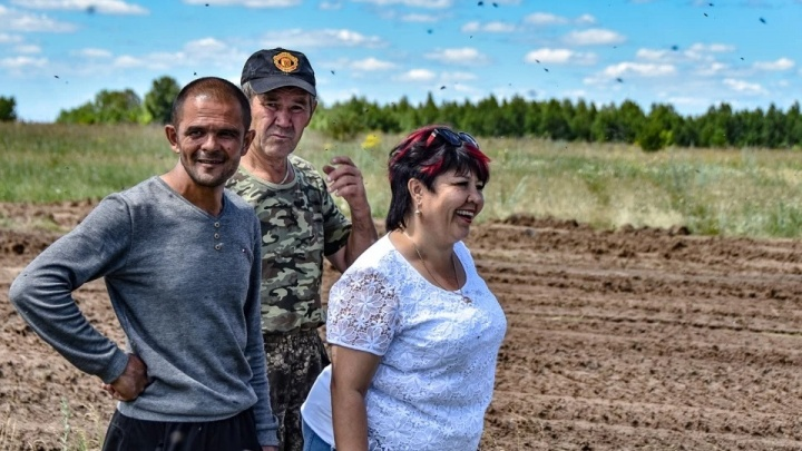 «Здоровую ферму» наказали за полчища мух и вонь, которые одолевают жителей села под Челябинском