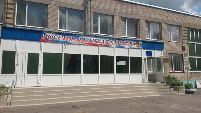 В Ростове родители потребовали отремонтировать школу, учеников которой 2 года возят в другие районы