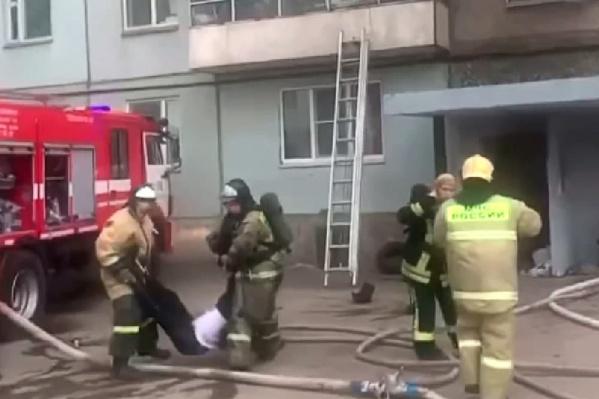 Машины скорой проехали на место после пожарных, но мужчину спасти не удалось