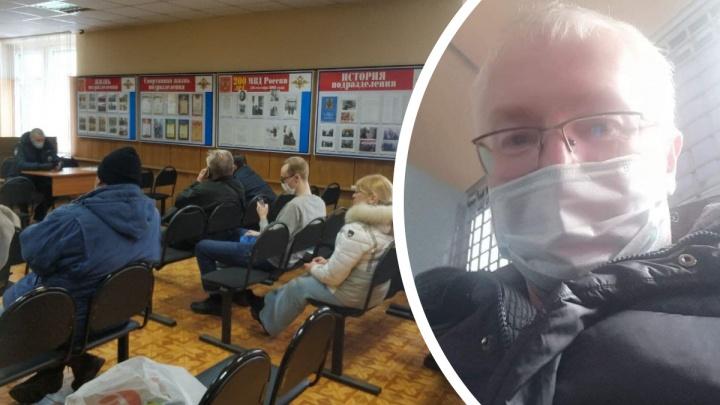 «Люди сидели по шесть часов без воды и еды»: депутат Константин Киселёв — о задержании в Москве