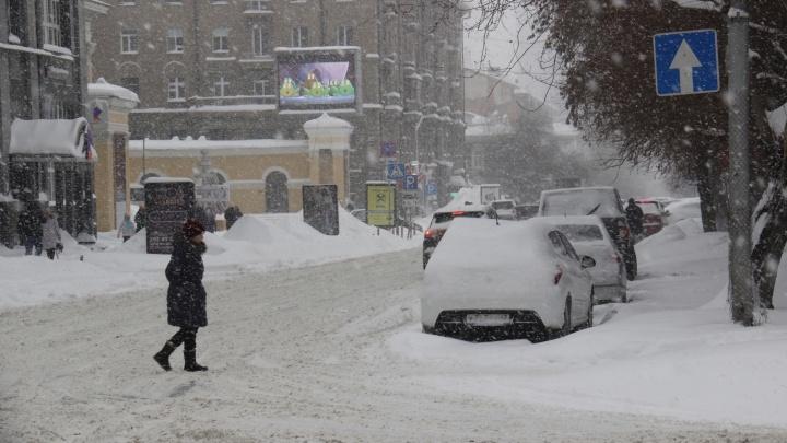 Из-за сильных снегопадов на дорогах станет опасно— ГИБДД выпустила предупреждения для новосибирцев